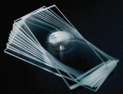 Предметное стекло с лункой, экстра-белое, 2 углублений, края срезаны под 90 °